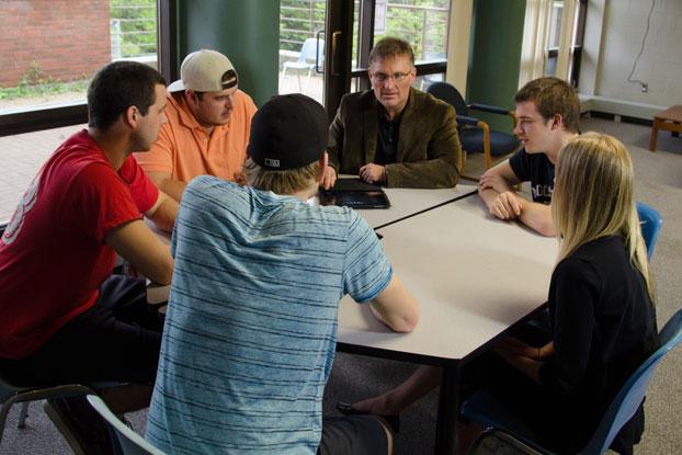 Rob Graham teaching students.